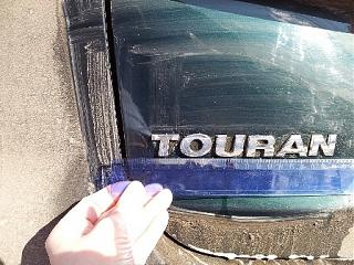 Расстояние между буквами и расположение на задней крышке надписей Touran и TDI-20120322_151251.jpg