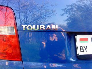 Расстояние между буквами и расположение на задней крышке надписей Touran и TDI-dsc00335.jpg
