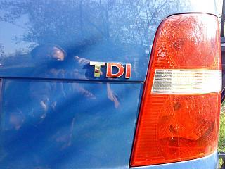 Расстояние между буквами и расположение на задней крышке надписей Touran и TDI-dsc00336.jpg
