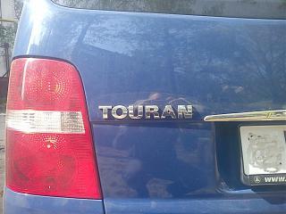 Расстояние между буквами и расположение на задней крышке надписей Touran и TDI-dsc00152.jpg
