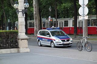 police touran-img_4.jpg