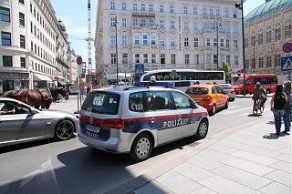 police touran-img_5.jpg