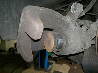 задние суппорта, колодки, скобы. Нюансы при ремонте-11092012.jpg