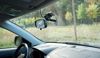 автомобильный видеорегистратор-avtomobilniy_videoregistrator_qstar_a7_drive_na_lobovom