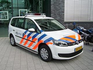 Служебные Тураны.-ein-neuer-vw-touran-polizei-55527.jpg