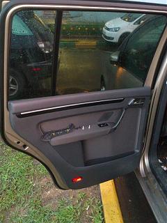 Установка фонарей подсветки в передние двери VW Touran-dsc_1289.jpg