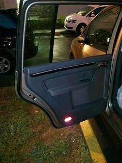 Установка фонарей подсветки в передние двери VW Touran-dsc_1300.jpg