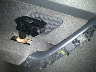Установка фонарей подсветки в передние двери VW Touran-dsc_1290.jpg
