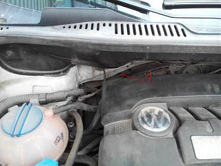 Help! Крепление штатной шумоизоляции перегородки моторного отсека?-motornyi-otsek.jpg