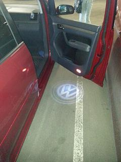 Установка фонарей подсветки в передние двери VW Touran-20130612_165752.jpg