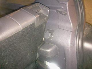 Крючок для сумок в багажнике. Самостоятельная установка.-2013-10-06-18.00.32.jpg