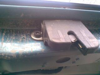 Кто как боролся с лязганьем задней двери-2240.jpg