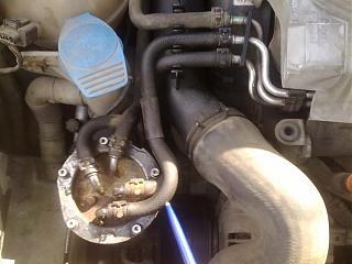 Потек патрубок подачи топлива от фильтра к двигателю сразу из под обоих хомутов-08092014520.jpg