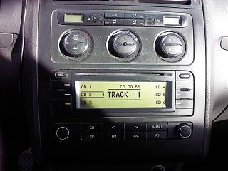 Установка MP3 адаптера YATOUR в TOURAN(RCD300)-img00053.jpg