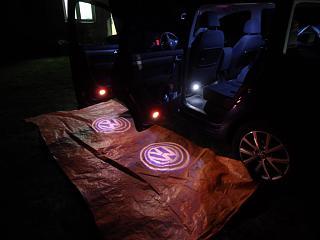 Установка фонарей подсветки в передние двери VW Touran-sam_1090.jpg